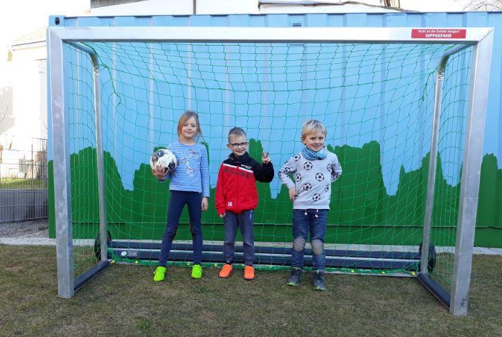 SVD und Volker Hummler sponsern ein Tor für den Kindergarten